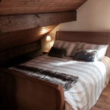 Mezzanine sleigh bed