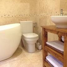 Chambre La Famille bathroom
