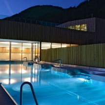 Forme d'O outdoor pool