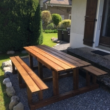 Chalet Alys garden table up the valley